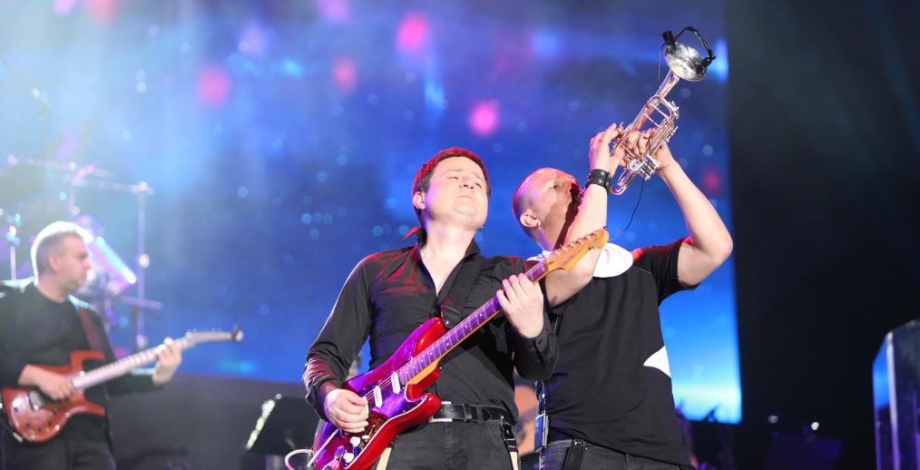 Концертът на Слави Трифонов и Ку-ку бенд на живо в Интернет Image 32